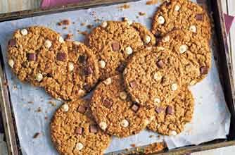 A great healthy tea-time treat. These cookies are made with quinoa which makes them extra crunchy. Quick and easy to make, the mixture can be made in advance and frozen.