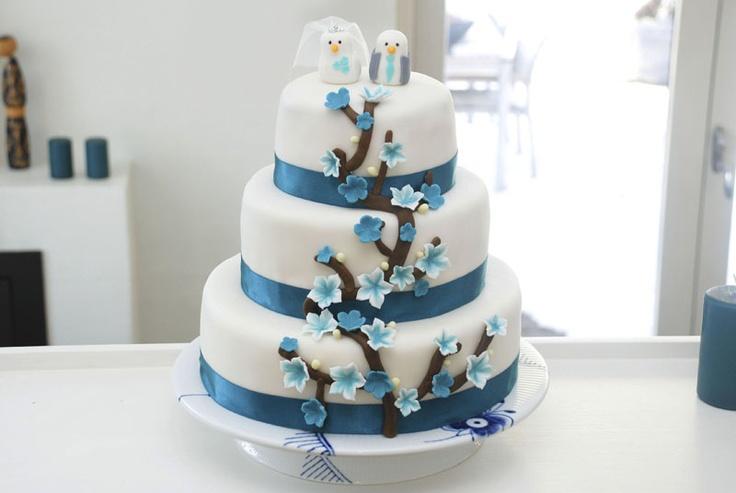 Teal cherry blossom wedding cake / Bryllupskage med blomster