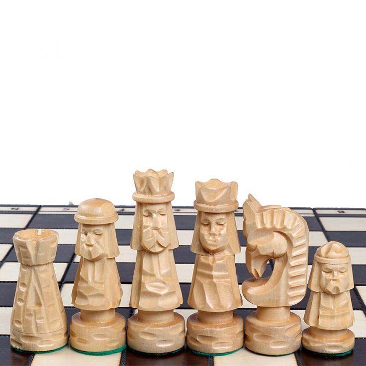 Резные шахматы из дерева фото