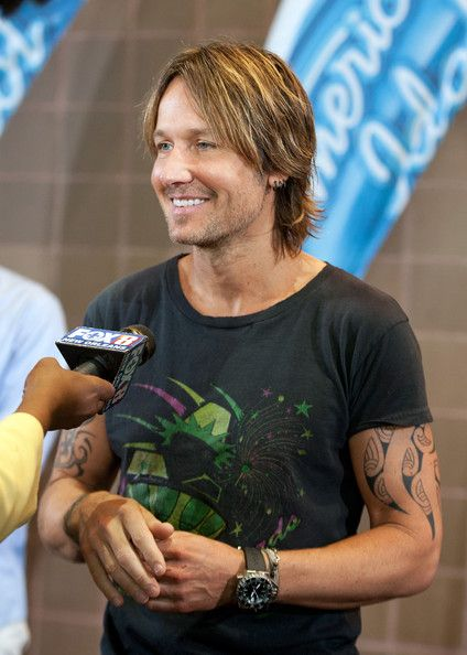 Keith Urban Photos Photos - Keith Urban is interviewed by press as he arrives at the Ernest N. Morial Convention Center on August 27, 2014 in New Orleans, Louisiana. - 'American Idol' Judges Arrive in New Orleans