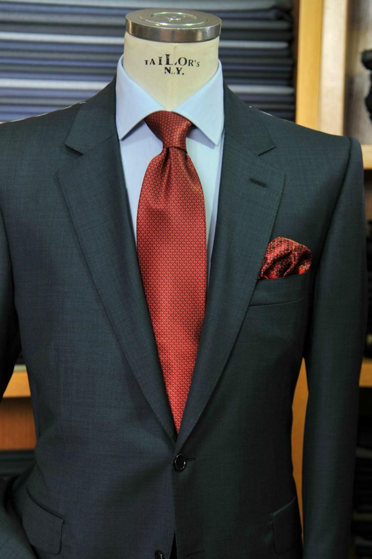 Εκπτώσεις από 30-50% σε όλα μας τα είδη!  Χειροποίητο κοστούμι, ύφασμα 120's wool, πουκάμισο 100%cotton, γραβάτα 100%silk