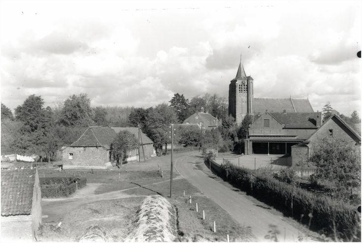 Son en Breugel, Sint Genovevastraat gezien richting kerk 1933 - 1943