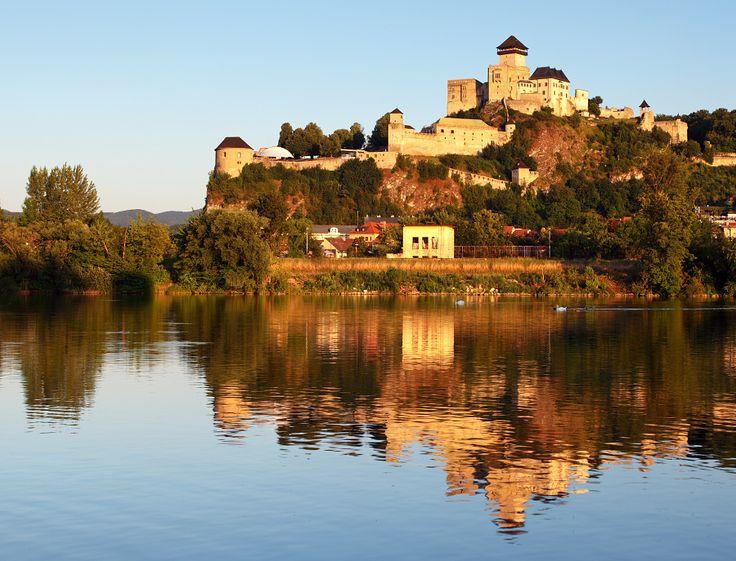 http://www.ubytujemsa.sk/images/atrakcie/trenciansky-hrad/b663856b415.jpg