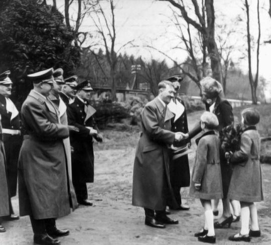 Hitler in Bremerhaven in 1939.