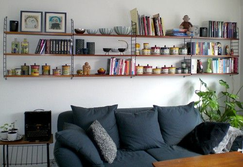 Nice with the String shelfs above the sofa.