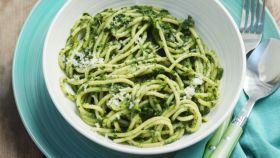 Špagety so špenátom a s parmezánom