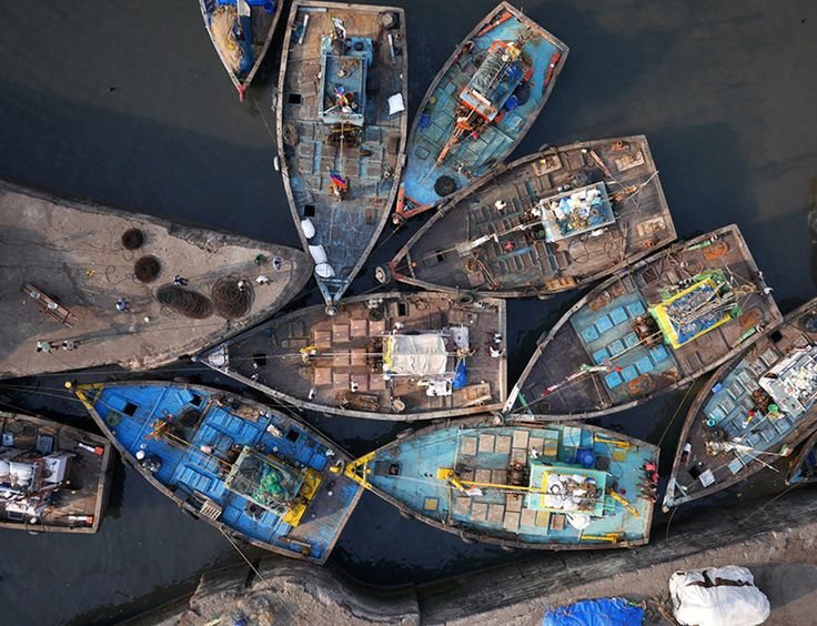 Ces 21 clichés aériens immortalisés par un drone sont le résultat de 2 années de voyage autour du globe. Ces sublimes photographies ont été prises légalement avant l'interdiction de survol des drones au-dessus de certaines de ces ville...