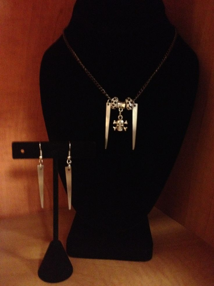 Skull and fork tine necklace