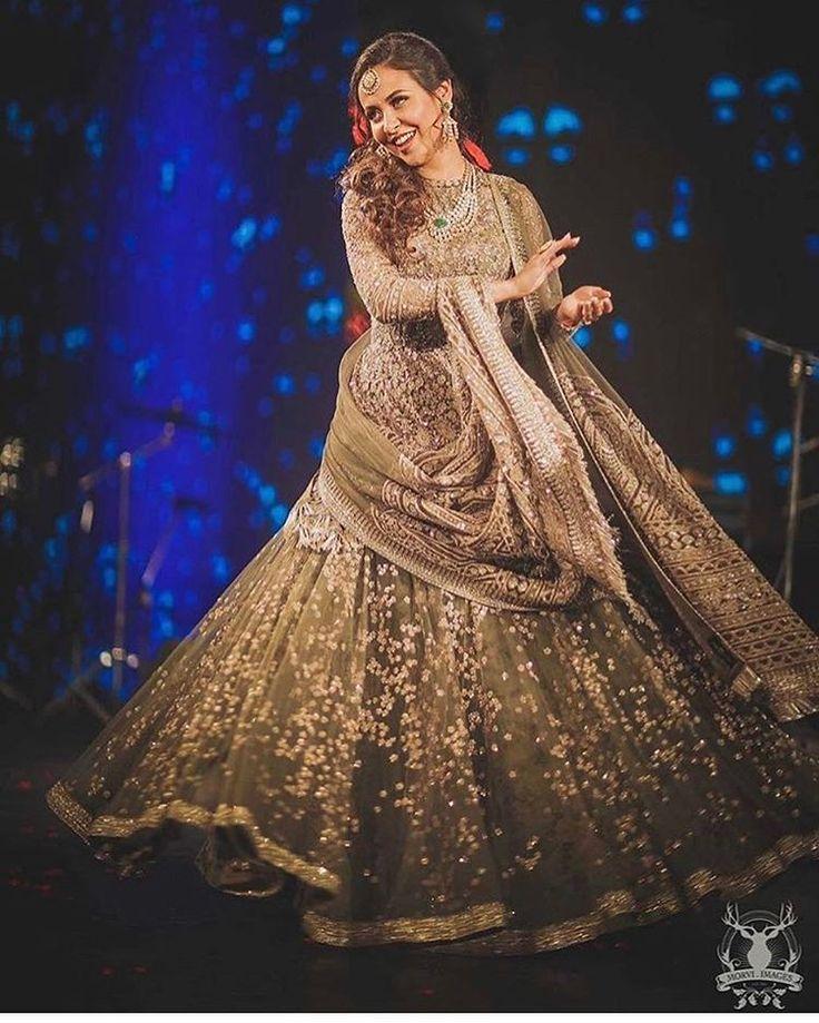 What's a wedding without dancing @indianweddingbuzz @morviimages . . . #bridal #bride #desibride #indianbride #pakistanibride #dolkhi #nikkah #muslimwedding  #desifashion #desi #desibridal  #wedding #mua #dulhan #shaadi #indianwedding #desiwedding #shaadidiaries #weddingphotography #pakistanifashion #desicouture #pakistaniwedding #lengha #mehndi #mehndinight #shaadiseason #dulhanwear #bridalmakeup #bridalwear #asianbrides