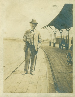 Samuel Clemens (Mark Twain) at Union Station, Hannibal, Missouri, June 3, 1902. ©Missouri History Museum