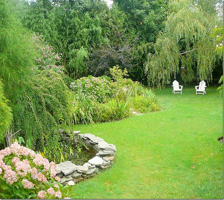 lushGardens Ideas, Gardens Fish, Backyards Projects, Summer House, Green Gardens, Front Yards, Outdoor Spaces, Fish Ponds, Lush Outdoorspace