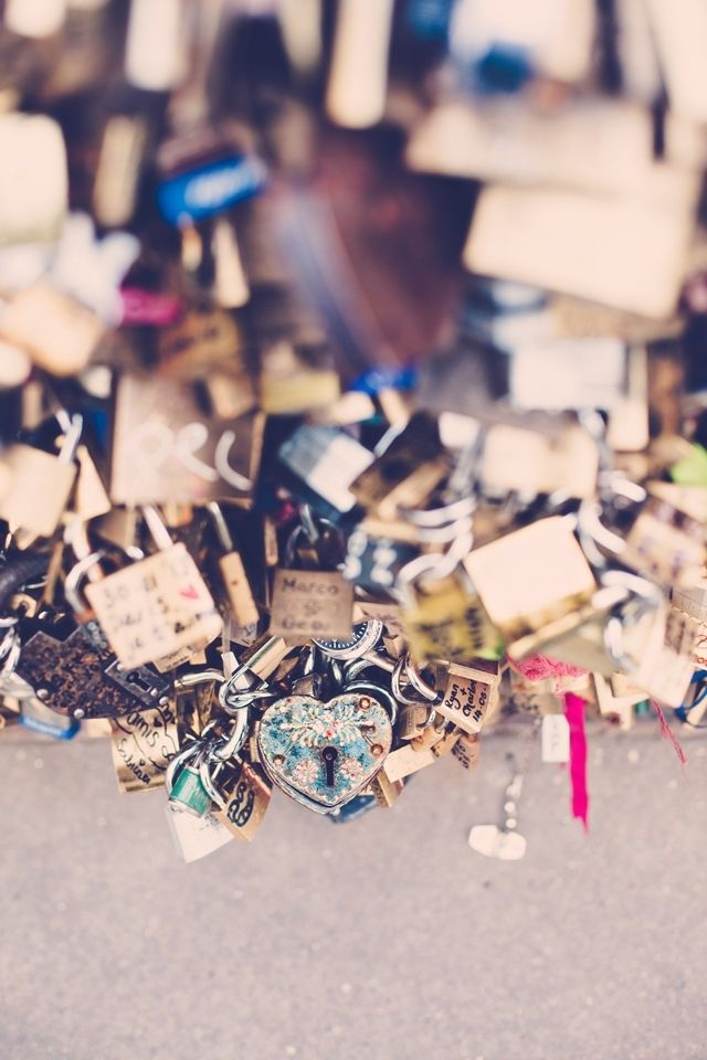 "love | sweetheart ""love locks"" on paris bridge 