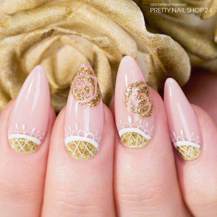 #trendstyle   #gold   #flower   #nails   #trend   Wenn goldene Blumen und Verzierungen auf natürliche Farben treffen, entsteht genau die richtige Kombination von dezent und pompös. Gefällt Euch dieses Design auch so gut? Dann geht es hier direkt zur Video-Anleitung: http://www.prettynailshop24.de/shop/trendstyle/2015/juli/trend-goldblumen.html