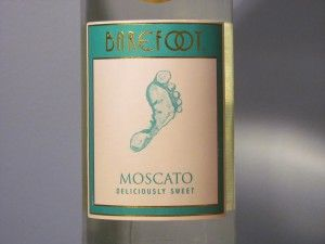 Barefoot Moscato, a sweet white wine from Argentina. Wine review includes tasting notes, price and food pairings.  http://www.honestwinereviews.com/2013/01/barefoot-moscato.html