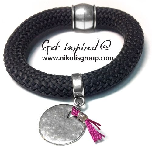 Bracelet made with climbing cord with metal medaillon and small fuchsia detail!find all the materials @ www.nikolisgroup.com