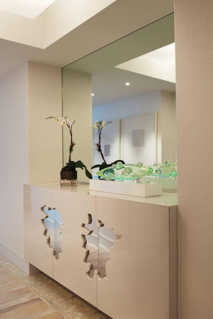 See more of Fox-Nahem Associates's Miami Apartment on 1stdibs