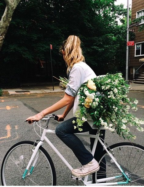WANT...The Simply White Astor Bicycle from Brilliant (amazing bouquet not included.) #ridebrilliant