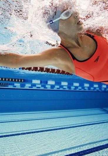Nager avec des plaquettes pour affiner ses bras - Affiner ses bras: 6 sports pour affiner ses bras - bras toniques - aufeminin