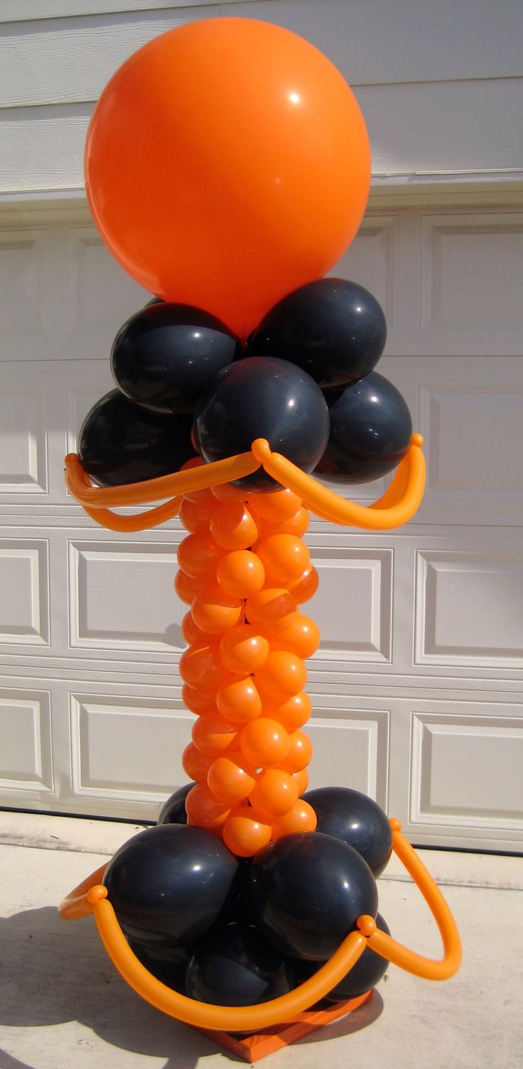 Halloween balloon column decoration