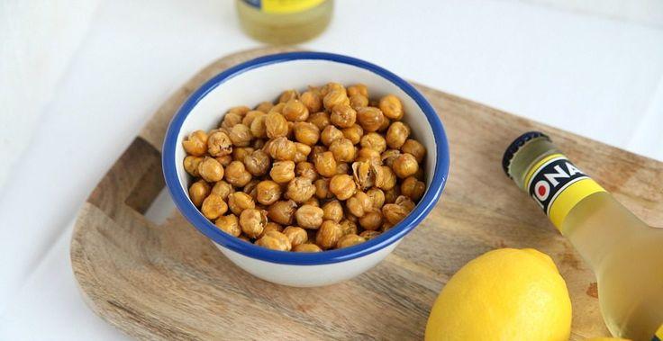Een makkelijke en goed vullende gezonde snack. Deze geroosterde kikkererwten geven een vol gevoel en maak je zo klaar in de oven! Oh ja.. en suuuper lekker!