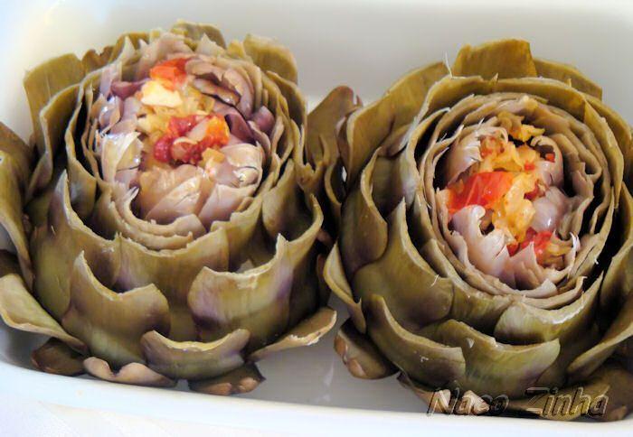 Alcachofra recheada com tomate seco, alho-poró e queijo