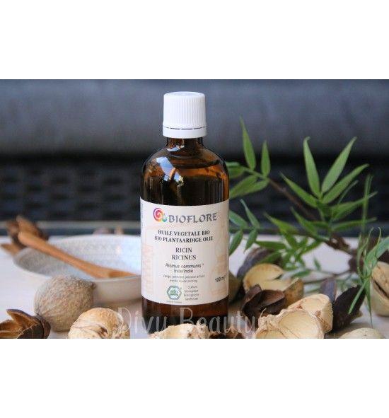 L'huile végétale de ricin 🌿 bio. Vous êtes en quête de cheveux, ongles ou cils longs ? Alors essayez l'huile de ricin💚 ! Elle stimulerait la pousse des phanères.  En bain d'huile, pour vos cheveux : Couplez-la avec une autre huile 🍃pour rendre votre mélange plus fluide et faciliter l'application. Commencez par votre cuir chevelu, massez puis répartissez jusqu'au pointes. Laissez poser au minimum 30 mn. Lavez-vous les cheveux💚 #huile#ricin#cheveux#poussedescheveux#bio#ongles#divybeauty