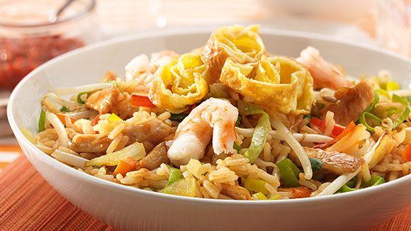 Le Nasi Goreng est un plat d'origine indonésienne. Voici une recette pour 4 personnes, prête en seulement 35 minutes. Découvrez cette recette dès maintenant!