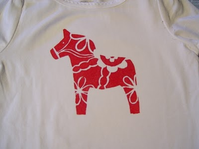 DIY templates for painting t-shirts using freezer paper.