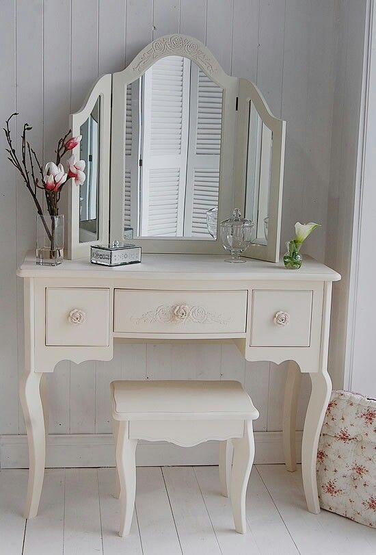 White dressing table w/chair