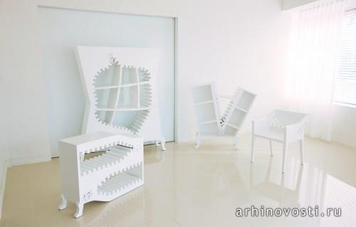 Работа студии, названная «Project [ZIP:PER]» (Проект [МОЛНИЯ]), умело балансирует на тонкой грани между дизайном и искусством. В серию мебели вошли шкафы для хранения книг и стул. Все объекты объединяет белый цвет и огромные молнии, которые стали неотъемлемыми элементами их облика и характера. Мебель получилась одновременно и простой и сложной. Так незатейливая однородность цвета сплелась в гармоничное целое с неожиданными образами.