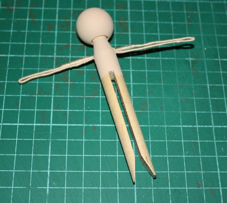 How to make a clothespin doll, makes adorable Christmas ornaments