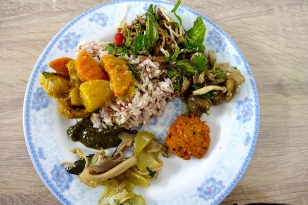 Vegetarian in Vientiane, Laos? Pile up your plate with an array of yummy vegetarian dishes at Veggie 103 - The Veggie Buffet has a great spread of genuine Lao vegetarian dishes - cooked fresh every day   Eat Drink Laos http://eatdrinklaos.com/blog/vientiane-veggie-buffet