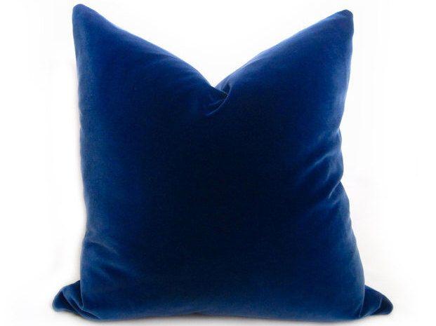 België blauw fluweel kussen Cover - Blue - meer maten - Koningsblauwen Pillow - Navy - Marine fluweel kussen - decoratieve Pillow - Solid hoofdkussen door WillaSkyeHome op Etsy https://www.etsy.com/nl/listing/119342064/belgie-blauw-fluweel-kussen-cover-blue