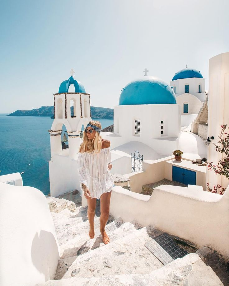 Exploring the streets of Oia  // by elsa's wholesome life #Oia #Santorini