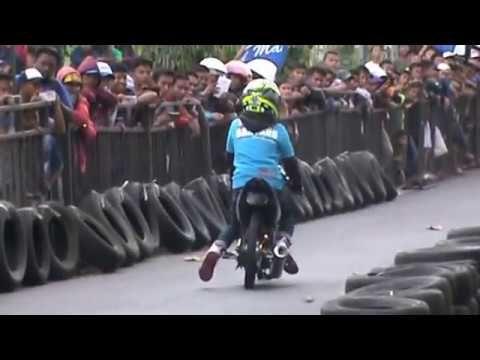Drag Bike KONYOL ! Santap Ban Pembatas