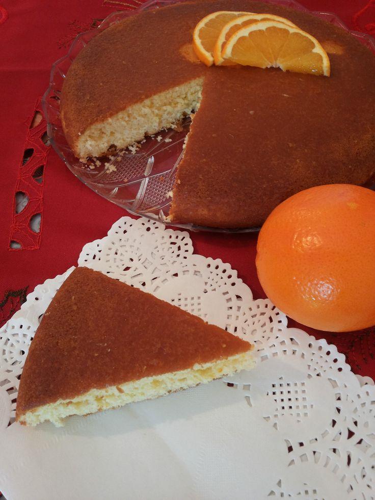 La torta alle arance è un classico che mi piace fare tutti gli inverni. Per cui ve la propongo