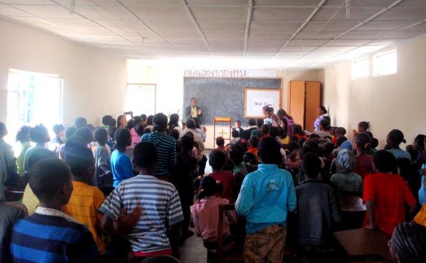 【ePrayer 2013年6月14日   埃塞俄比亞貧困家庭得幫助】夥伴高樂教會現支持182名貧困兒童的基本生活需要。目前有210位家長加入11個自助小組,其中七個小組已開始讓組員申請貸款,並吸引了更多人加入小組。夥伴於聖誕及復活節期間舉辦了一項特別活動,邀請曾受夥伴資助的青年與現有受助兒童分享生命見證......