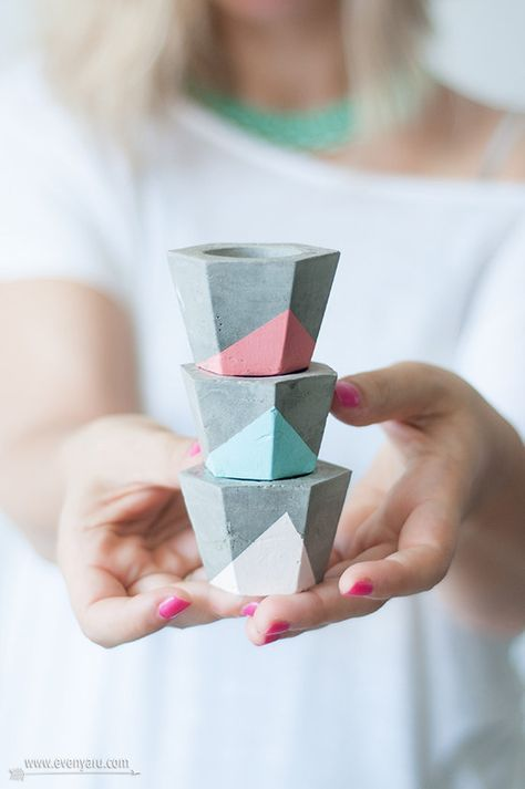 These colorblocked candle holders.