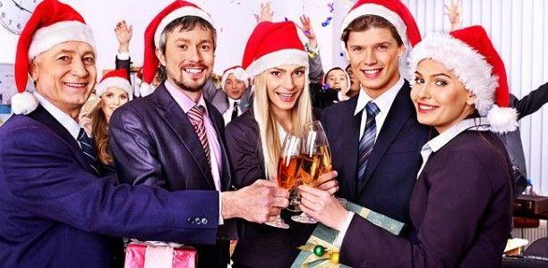 Alle Jahre wieder – die betriebliche Weihnachtsfeier: Für die einen lästige Pflicht, für andere eine willkommene Gelegenheit, mal wieder mit der netten Kollegin zu flirten. Nur wenige sehen in der betrieblichen Weihnachtsfeier auch eine Chance zum Netzwerken, und damit zum Karrieresprungbrett. http://arbeits-abc.de/weihnachtsfeier-wegbleiben-oder-netzwerken/
