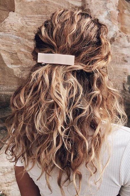 17 schöne Möglichkeiten, blondes lockiges Haar zu stylen #natürlich #curly #Blond #Frisuren …