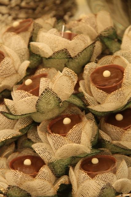 mesa de dulces   forminhas flor - chocolate