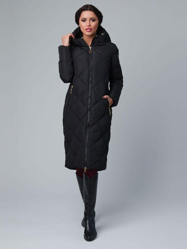 Пальто черное - Red Ocean, Стеганое пальто приталенного силуэта длиной до колена, украшенное рисунками. Спереди для удобства предусмотрены застежка-молния и врезные карманы с молниями. Изделие с длинным рукавом и ветронепродуваемым капюшоном.