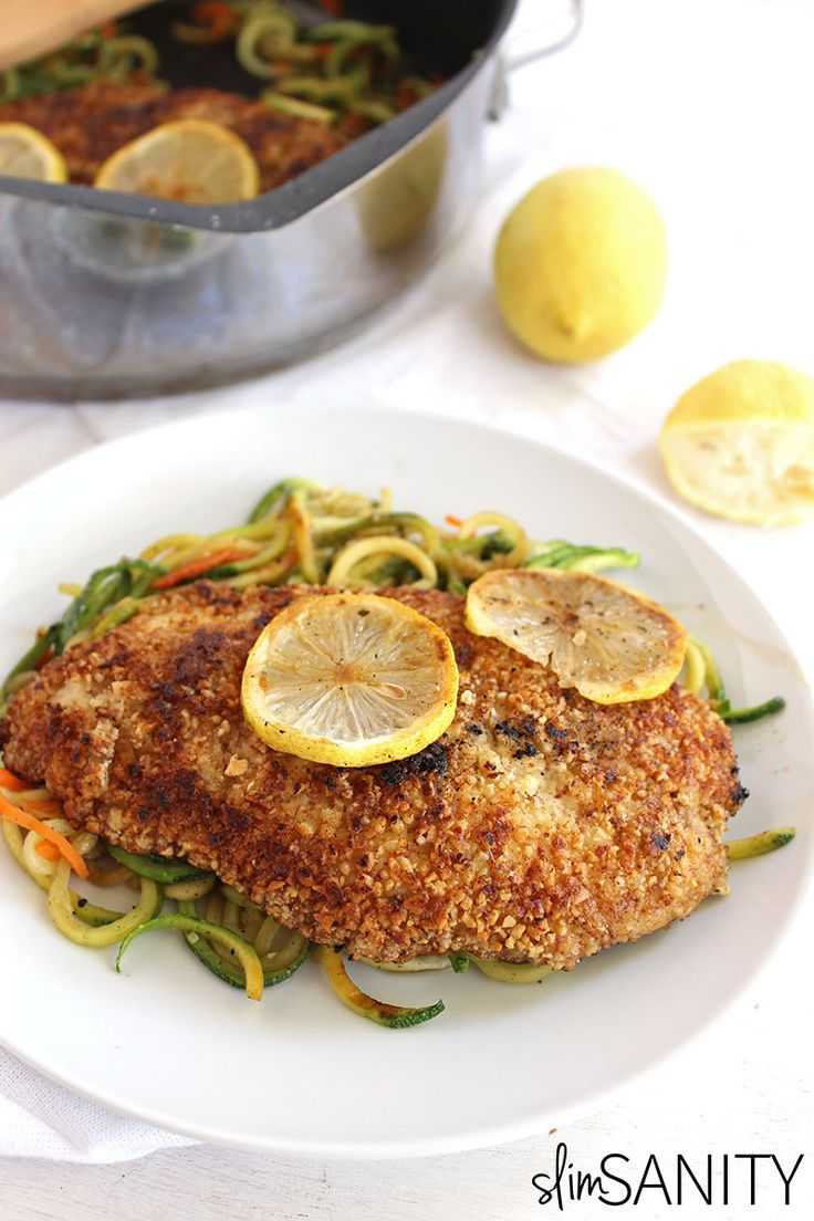 Almond crusted chicken with lemon zucchini noodles is a delicious dinner dish with a gourmet feel you can prepare in 20 minutes or less! |… #21DSD