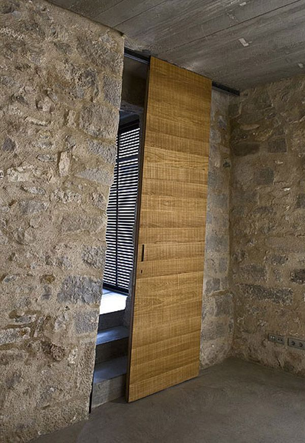 """Originally build from the Sixteenth Century, Barcelona architect Anna Noguera has converted this medieval house into a 1900 Sqft (180m2) duplex and an apartment of 1000 Sq ft (100 m2) by the garden equipped with two double bedrooms. Mixing old and new """"Alemanys 5"""" house in Girona is a paradise!"""