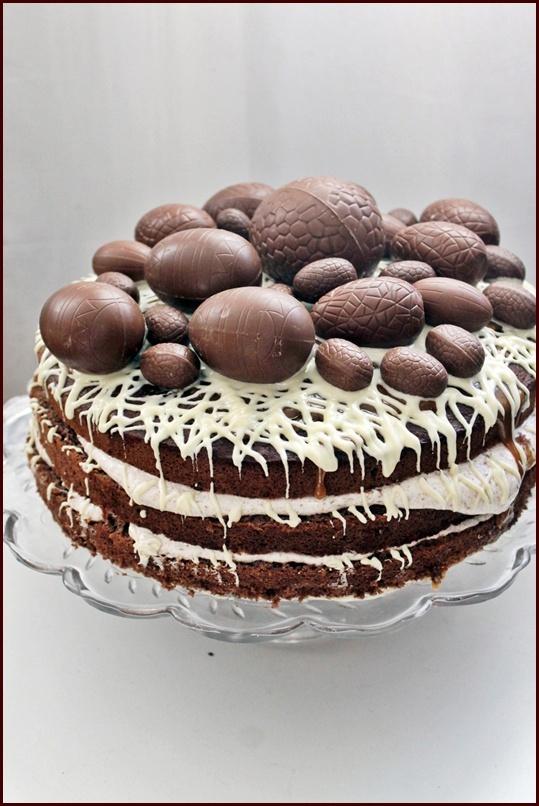 Cake wirh chocolate eggs