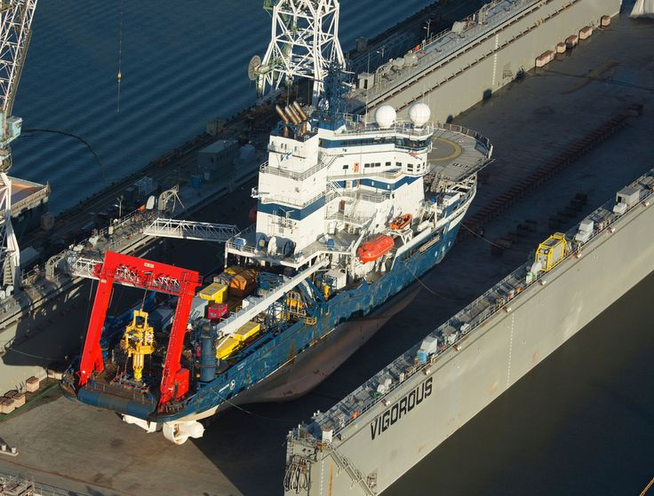 Greenpeace Activists Suspend Themselves From Portland Bridge To Stop Shell Ship Headed To Arctic For Oil Drill