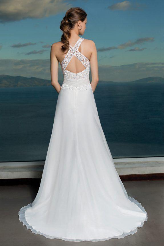 1d5fd5a5d49482 Trouwjurk Orea Sposa L925 Een romantische trouwjurk van het merk Orea Sposa.  Fijn kant gecombineerd
