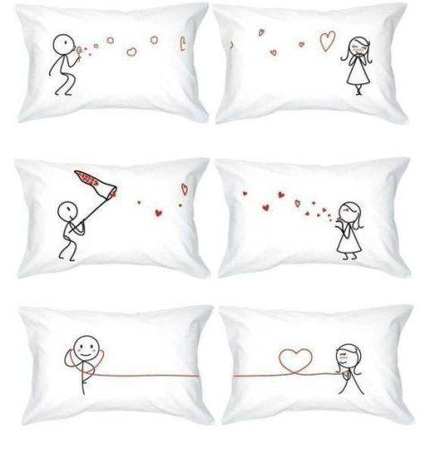 Pasa más tiempo con tu pareja y hagan juntos estas #manualidades para #enamorados. Como estas almohadas dobles decoradas a tu propio gusto.