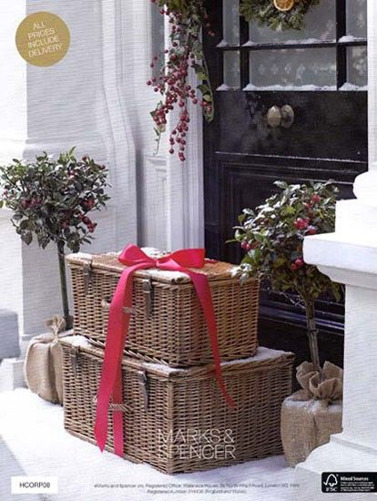 *: The Doors, Black Doors, Gift Ideas, British Style, Christmas Treats, Christmas Decor, Christmas Porches, Front Porches, Christmas Baskets