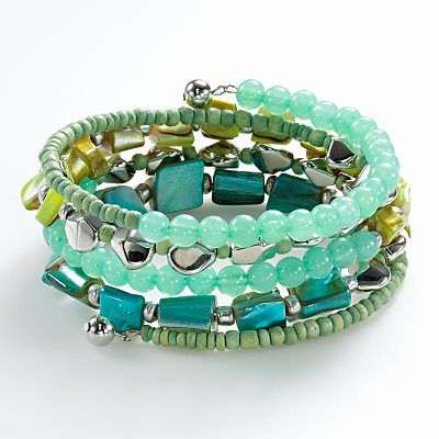 I love bracelets like this one; it goes with more than one outfit!